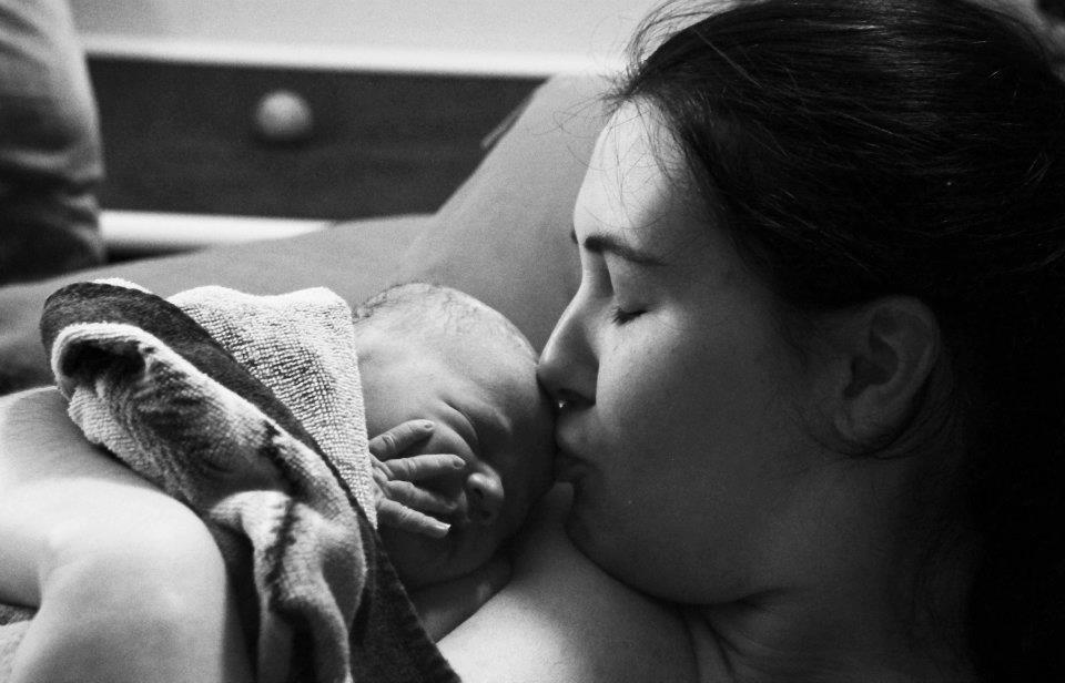 home birth postpartum baby mother skin-to-skin